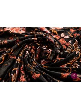 Catifea neagră brodată cu flori