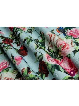 Jacquard imprimat cu trandafiri și păsări