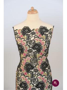Dantelă macrame neagră cu flori roz
