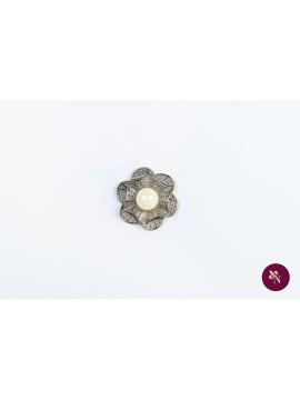 Nasture argintiu floare cu perlă