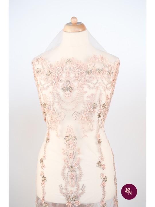 Dantelă roz piersică accesorizată manual