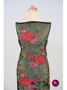 Plasa brodată cu flori de trandafiri
