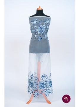 Organza brodată cu flori albastre-bleu